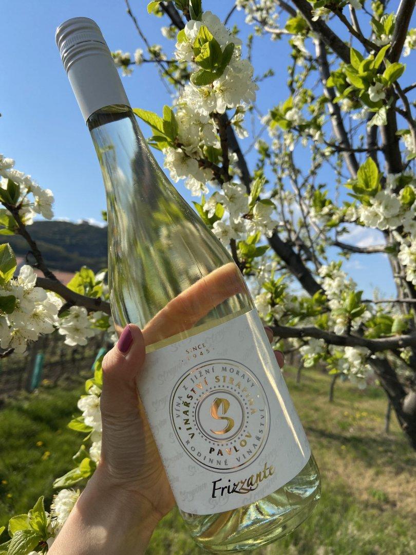 6 × Cuvée Jasmine FRIZZANTE - POD PÁLAVOU 2020, zemské víno - perlivé, Vinařství Luboš Strapina, polosuché