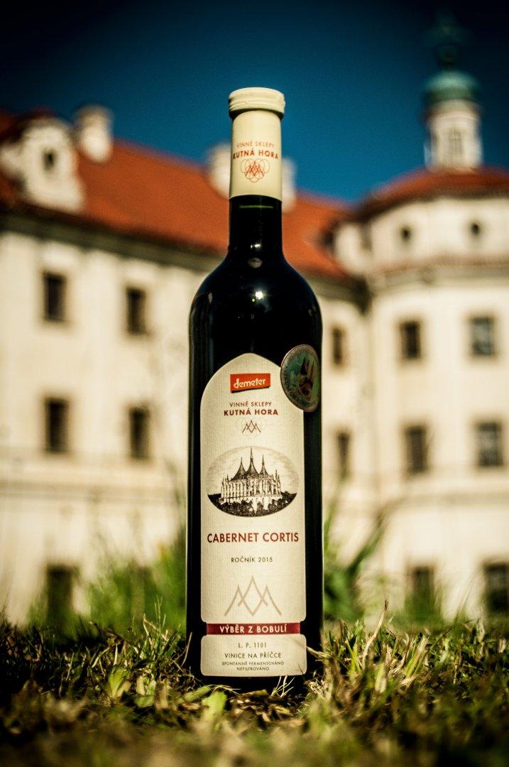 Vinné sklepy Kutná Hora - Cabernet Cortis - Výběr z bobulí 2015 - 0,75l (balení 6 lahví)